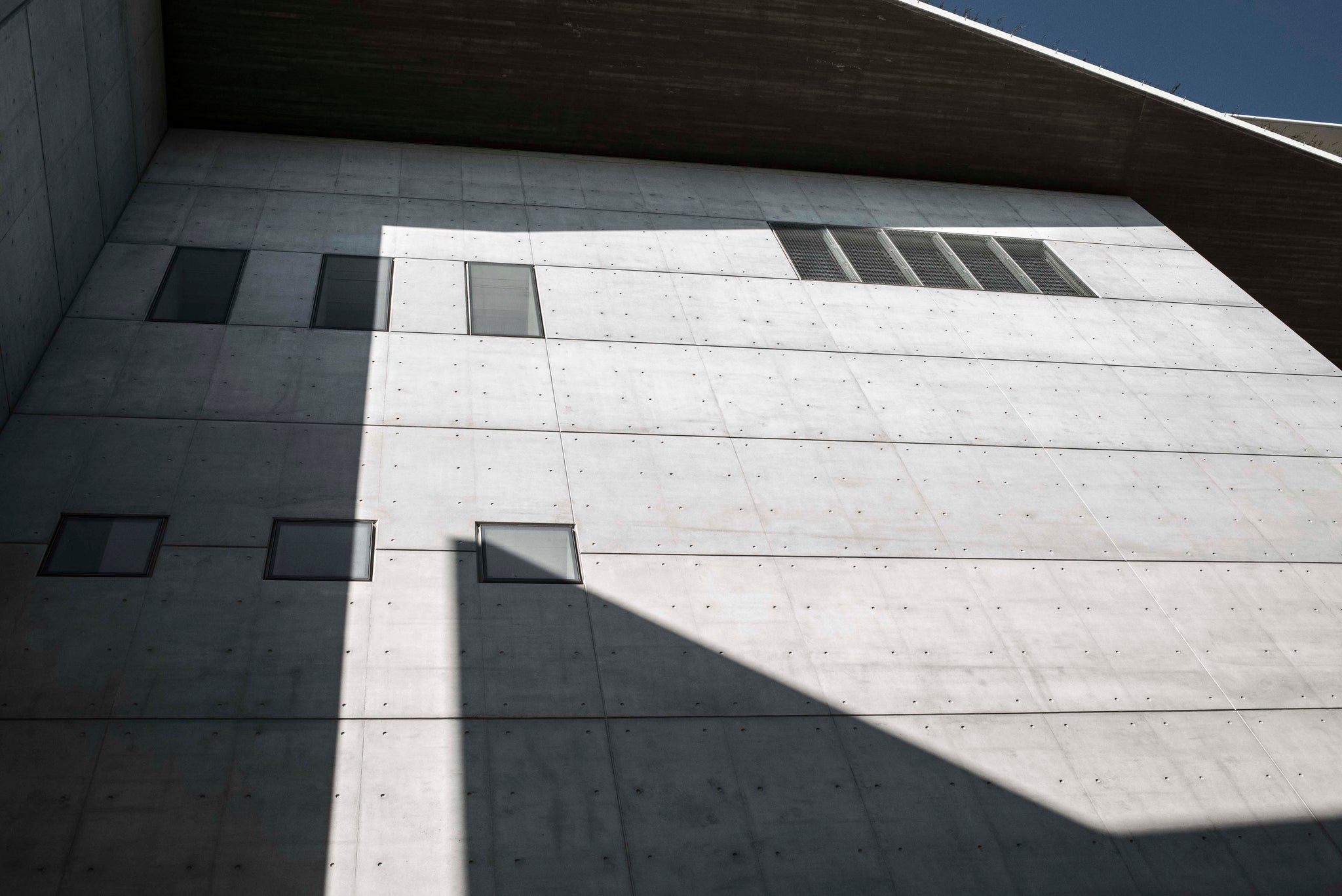 Stavros Niarchos Foundation in shadow and light
