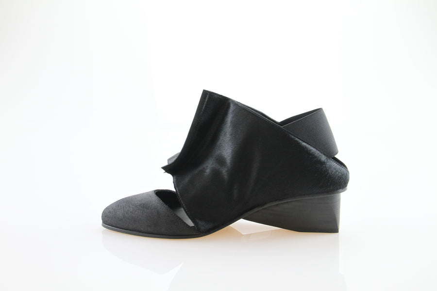 SWIVEL / BLACK PONY /