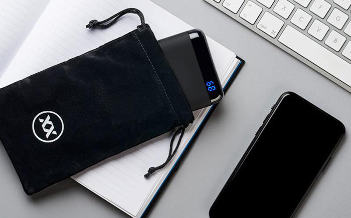 Qi5 power bank with pouch