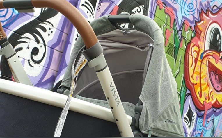 4 wheel Uppababy Vista pram with bassinet with graffiti background