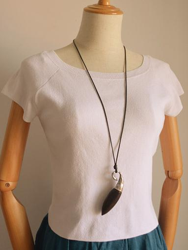 Cropped Fashion Black Wood Necklace