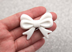 47mm White Ribbon Resin Beads – 4 pc set