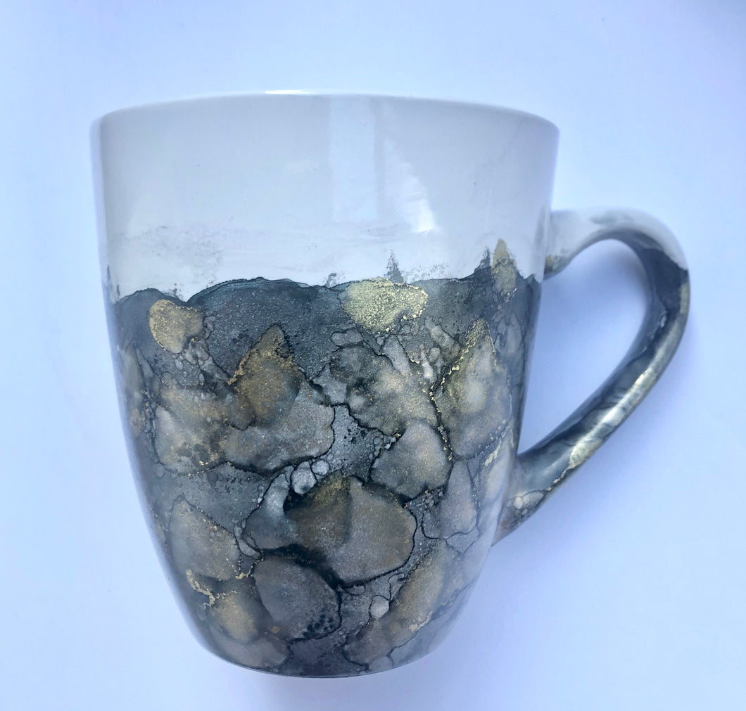 ALCOHOL INK MUG- Blackish-Gray/Gold