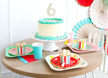 "Load image into Gallery viewer, HBD740-HIP HIP HOORAY POLKA DOT 9"" PLATES"