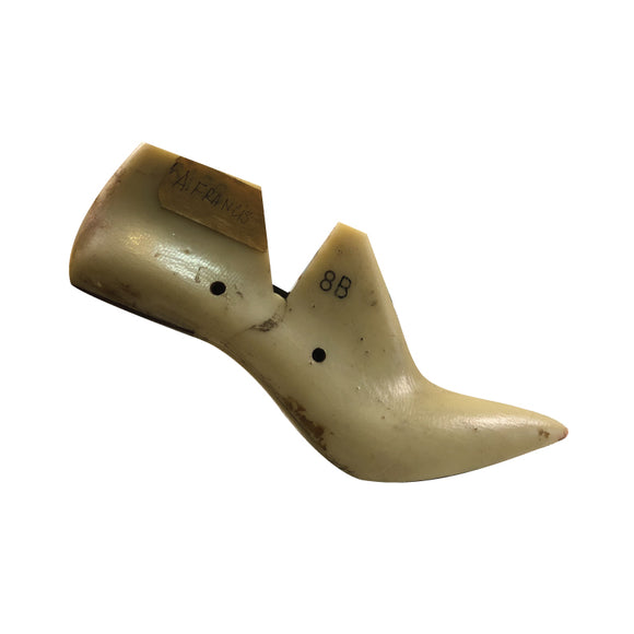 6136 Pointy-Toe Heel - Womens 8B