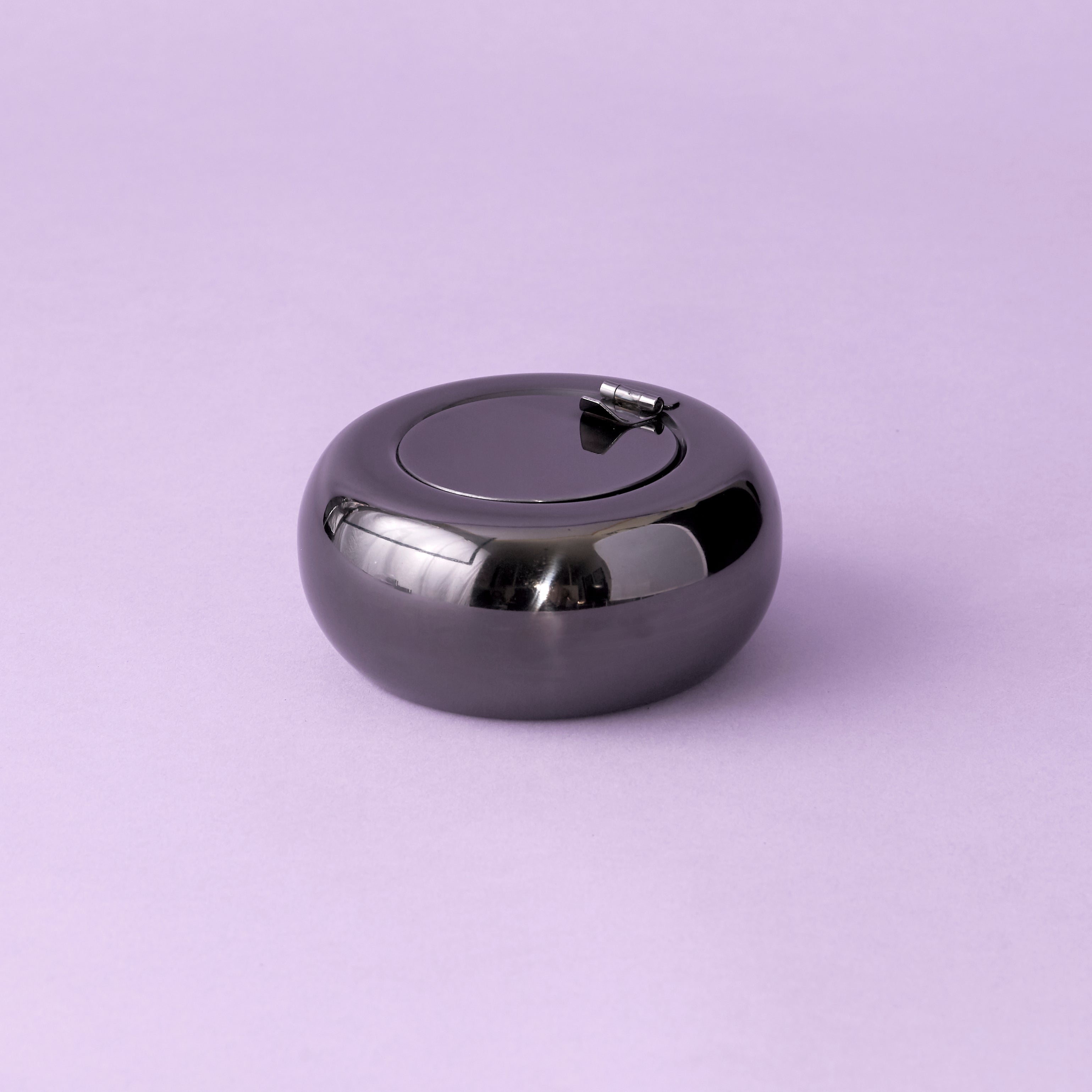 Round Ashtray with Lid