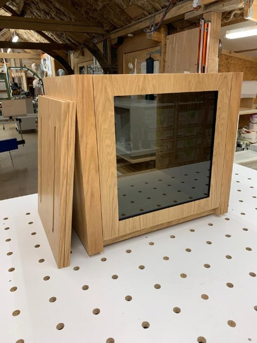 Aveos Cube av hi fi cabinet in natural oak finish with front glass door. Cabinet for music equipment- Audinni