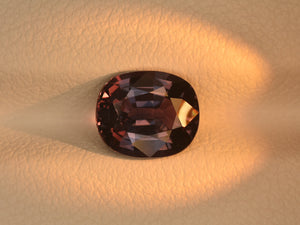 8800661-oval-greyish-green-changing-to-purplish-pink-igi-madagascar-natural-color-change-sapphire-2.07-ct