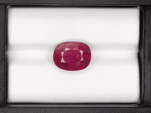 8800790-oval-deep-pinkish-red-gia-burma-natural-ruby-7.35-ct
