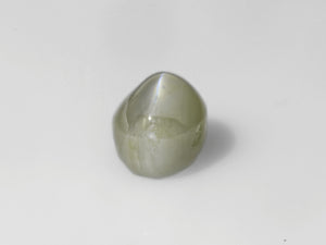 8800318-cabochon-soft-yellowish-green-igi-india-natural-chrysoberyl-cat's-eye-5.10-ct