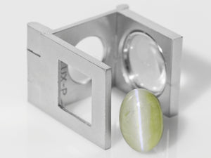8800320-cabochon-soft-greyish-green-igi-india-natural-chrysoberyl-cat's-eye-13.86-ct