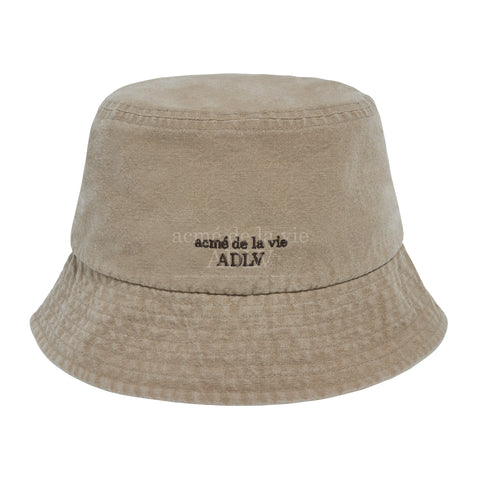 アクメドラビ(acme' de la vie)   BASIC LOGO WASHING BUCKET HAT BEIGE