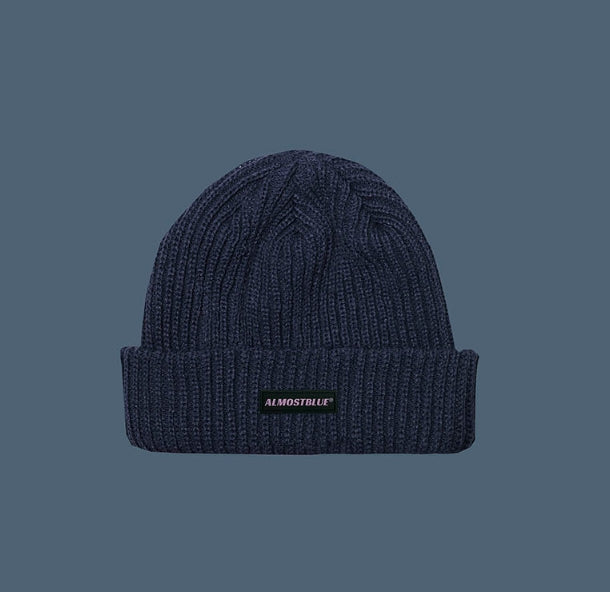 オルモストブルー(Almost Blue) ALMOST BLUE RUBBER LOGO BEANIE