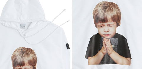 アクメドラビ(acme' de la vie) ADLV BABY FACE HOODIE WHITE PRAYER