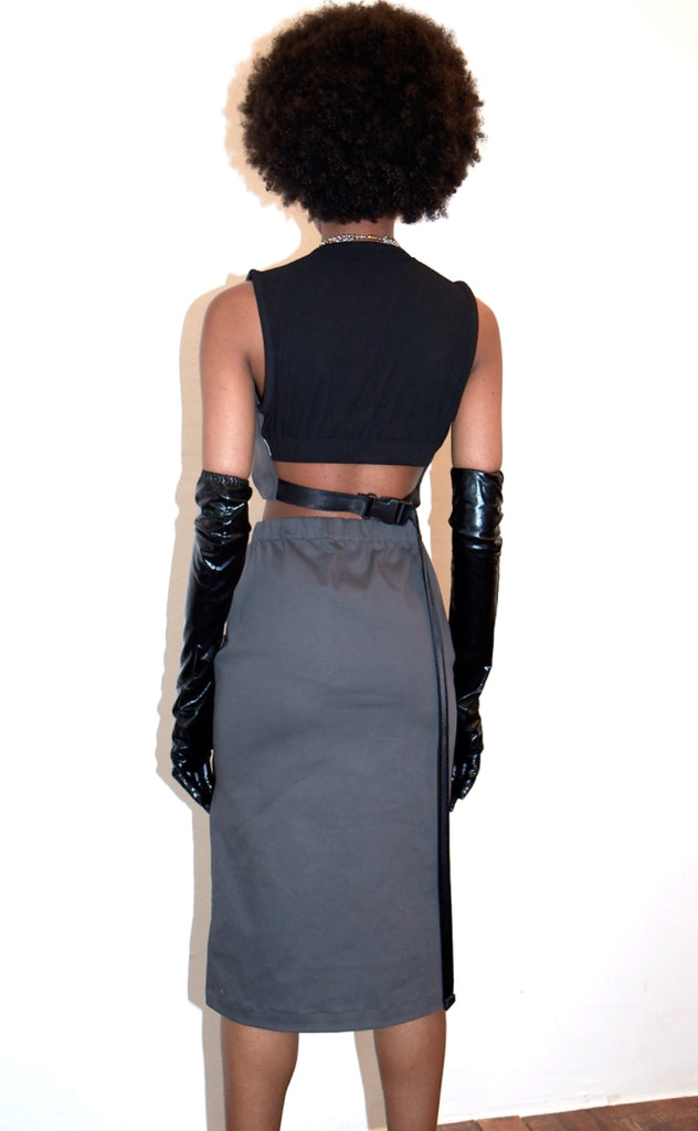 レイブレス(LABELESS)    WAIST OPEN BUCKLED PLAITED DRESS