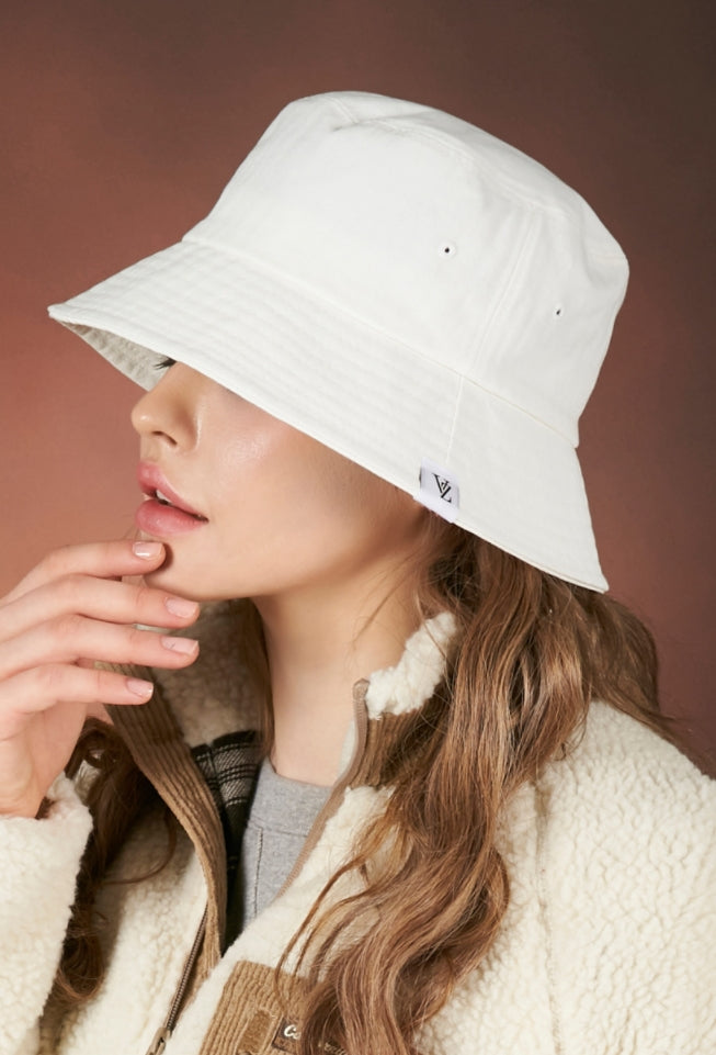 VARZAR(バザール) Herringbone label bucket hat white