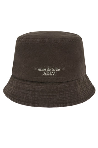 アクメドラビ(acme' de la vie)   BASIC LOGO WASHING BUCKET HAT BROWN