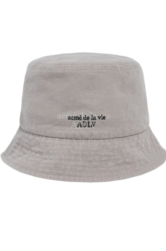 アクメドラビ(acme' de la vie)   BASIC LOGO WASHING BUCKET HAT GREY