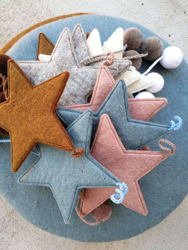 Muskhane Felt Hanging Star With Pompons Natural White