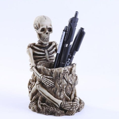 Image of Blade Skull Statue Pen Holder
