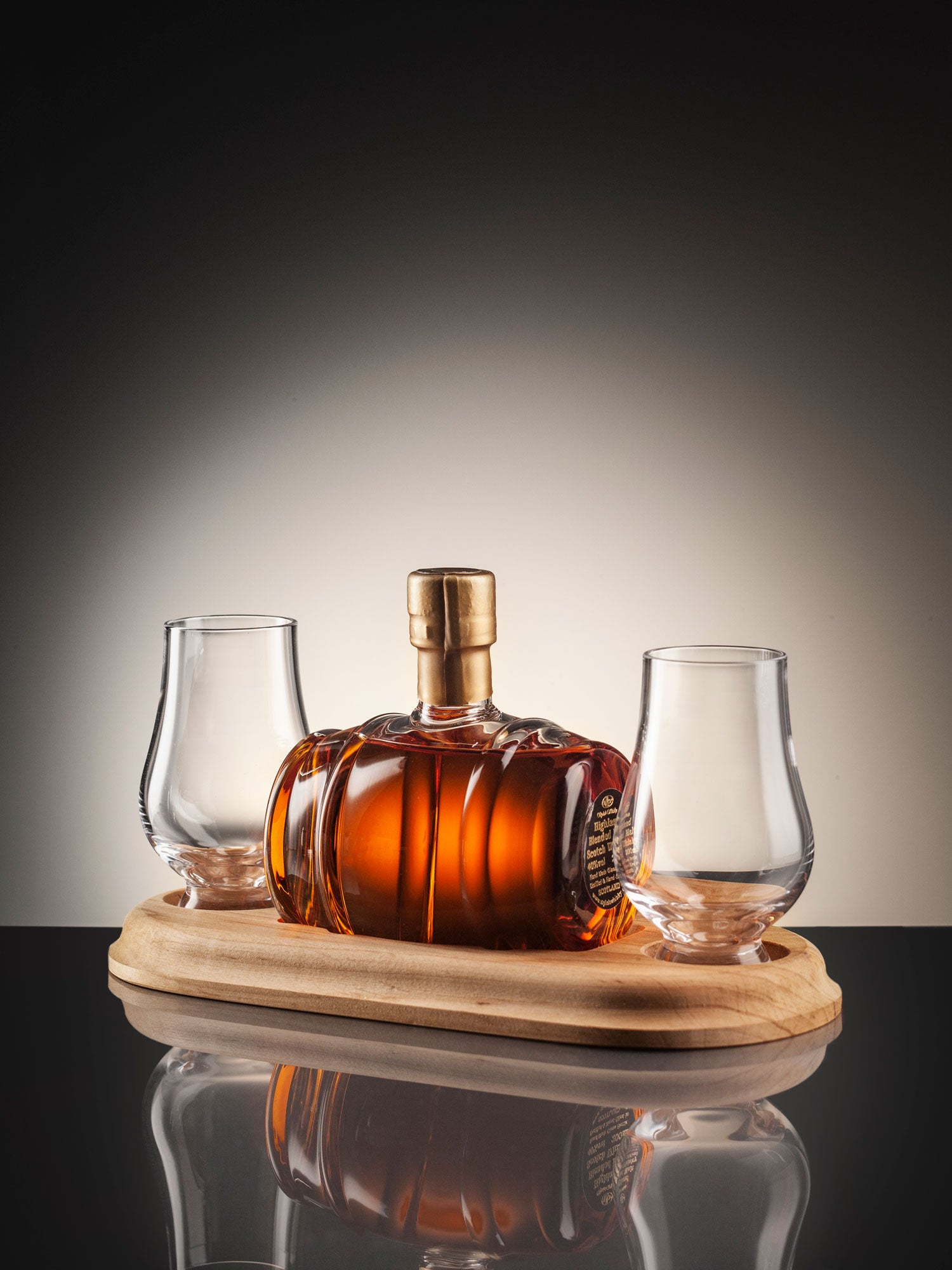 4608443053 Mini Whisky Barrel Decanter with two glasses