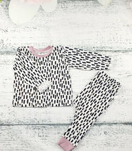 Load image into Gallery viewer, Long Sleeve Mono Dash Top in Dusky Pink