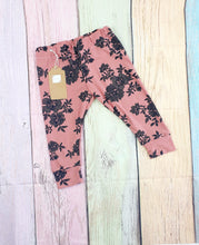 Load image into Gallery viewer, Rose Floral Leggings