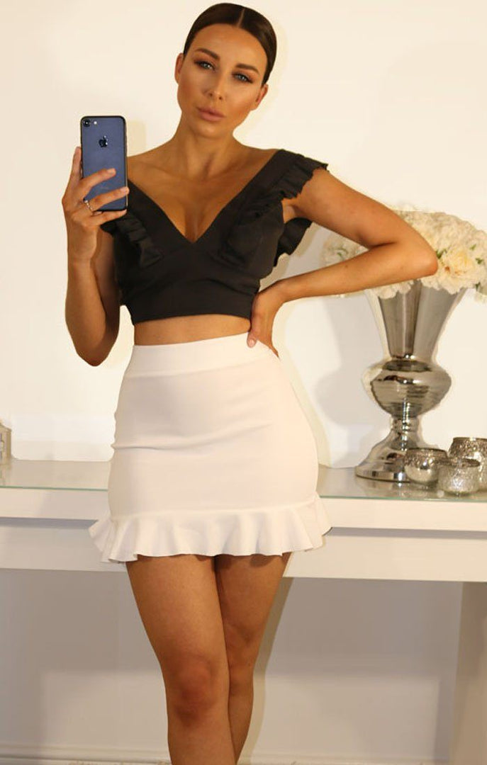 BLACK FRILL SLEEVE CROP TOP