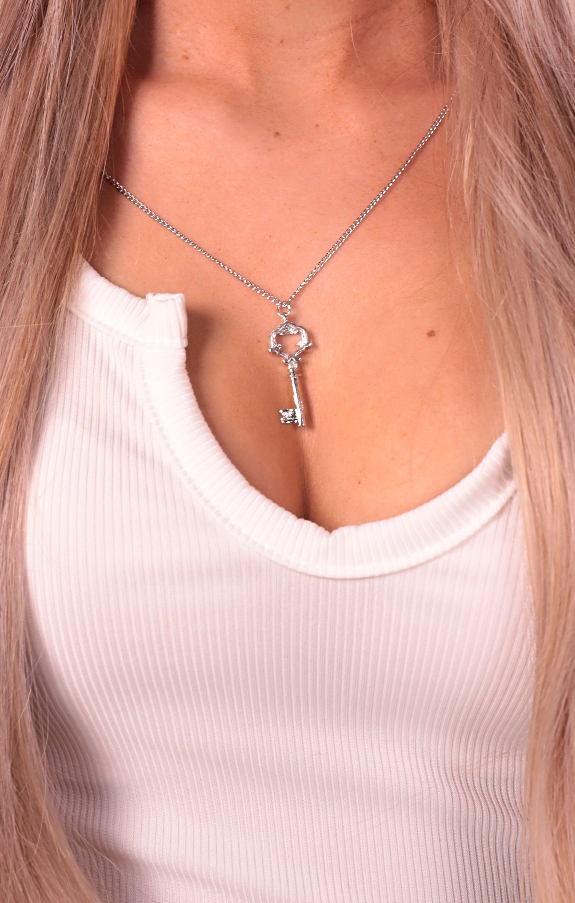 Silver Filigree Key Necklace - Sabrina