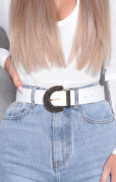 White Faux Leather Textured Buckle Belt - Inaz