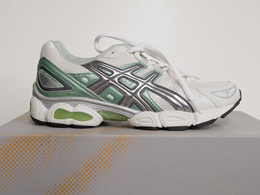OLD STOCK Asics Junior's Gel Nimbus Shoes 5 - ATR Sports