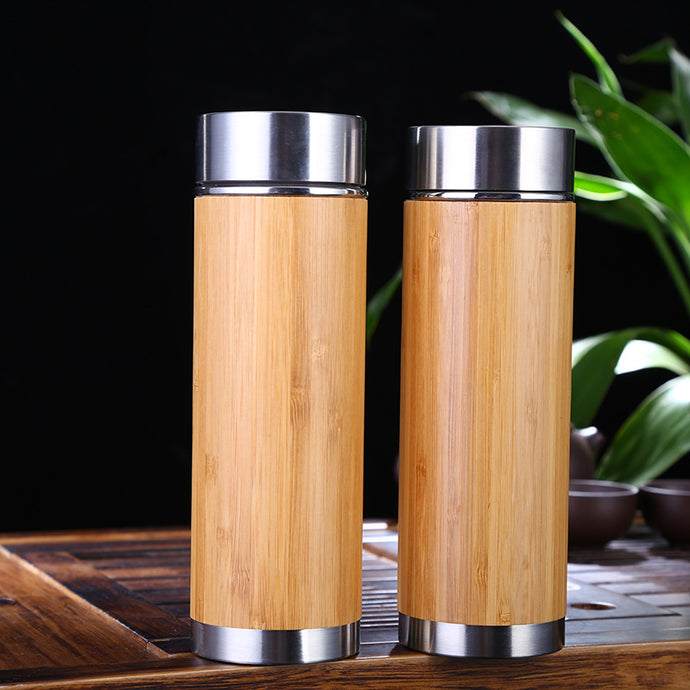 Bamboo insulated infusion flasks with fine mesh (perfect for tea infusion). The picture features two bamboo insulated flasks with metal lids and bottoms.