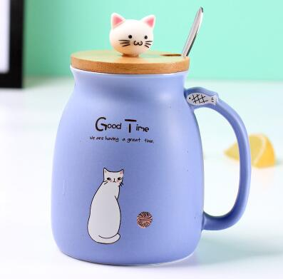 Cute purple porcelain cat themed keep cup with a bamboo lid featuring a small cat cat as the handle (and it has a spoon). Great for tea, coffee, milk, or other edible drinks of your preference.