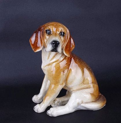 Image of a statue ornament in the shape of a sitting Beagle dog