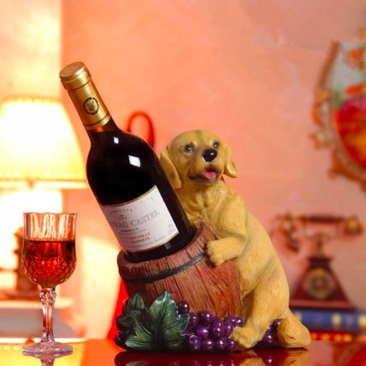 Image of a wine holder with a wine bottle and a cute Golden Retriever design