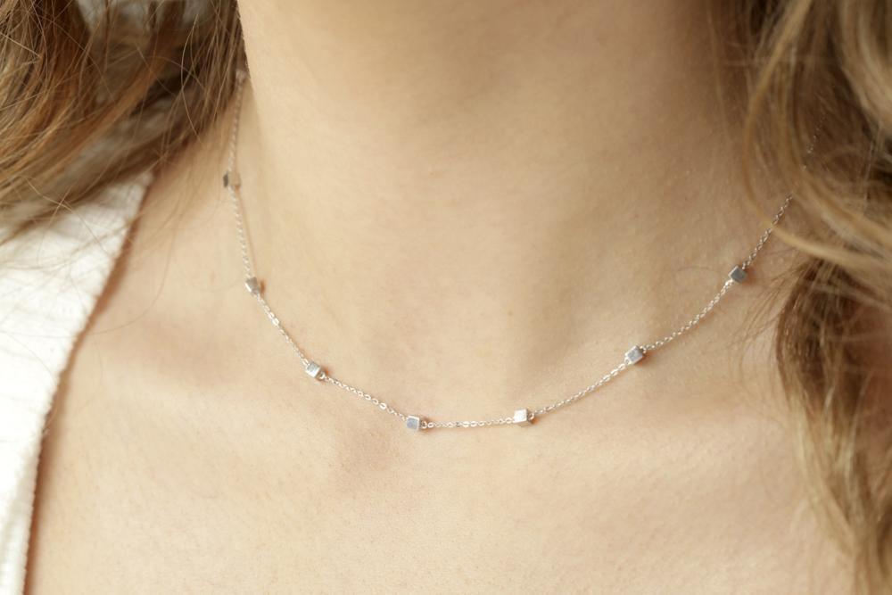 9ct White Gold Tiny Cube Chain Choker Necklace