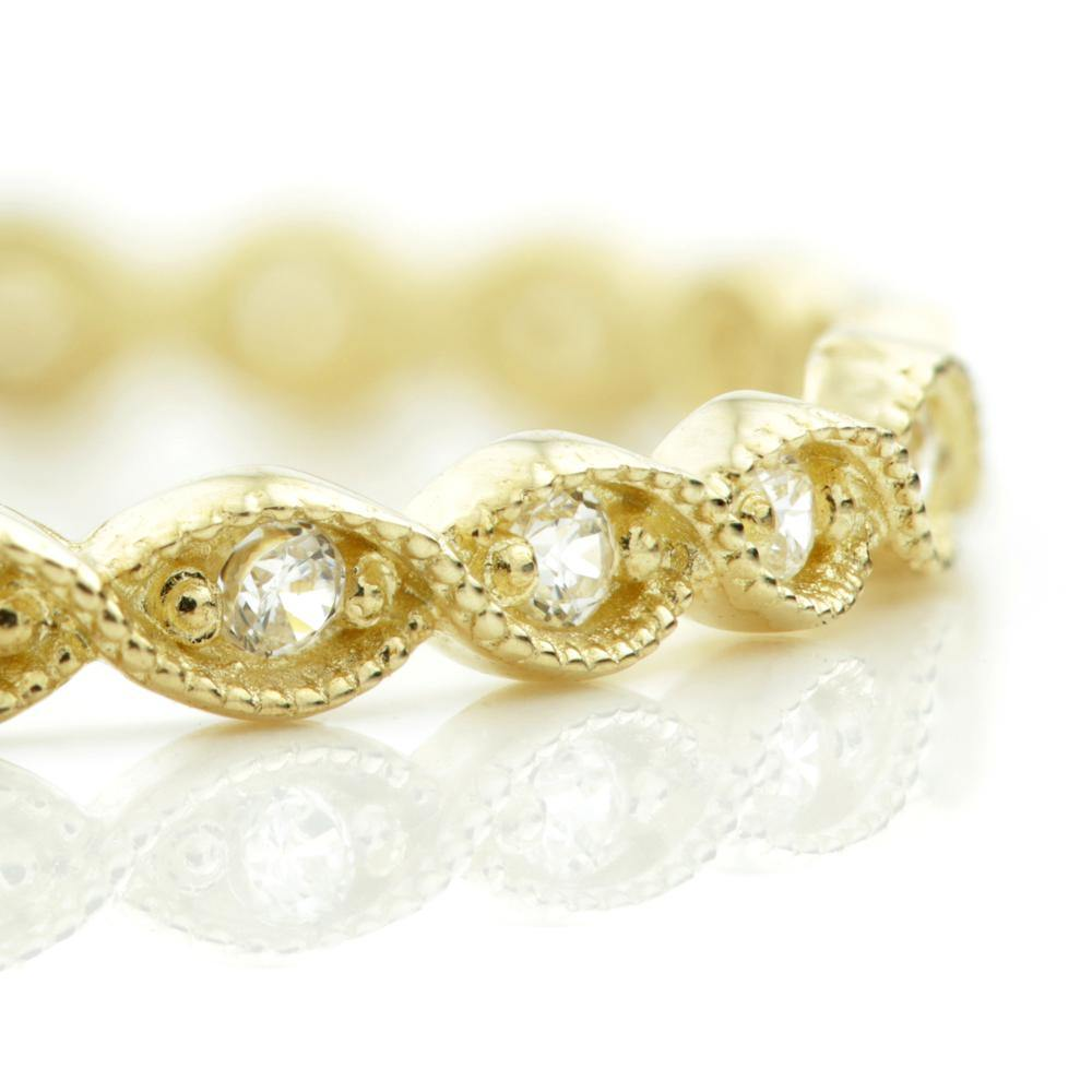 Crystals in a Delicate Twisted 9ct Gold Band