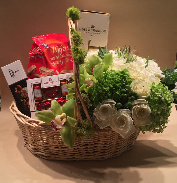 Alaric Flowers | Deluxe Gift Basket | same day flower delivery | gift box delivery Manhattan NYC New York 10019