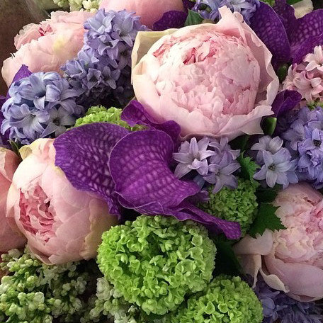 Designer's Choice Flower Arrangement - designer flowers to buy or send in NYC - same day flower delivery and gift crate delivery Manhattan florist NYWC New York 10019