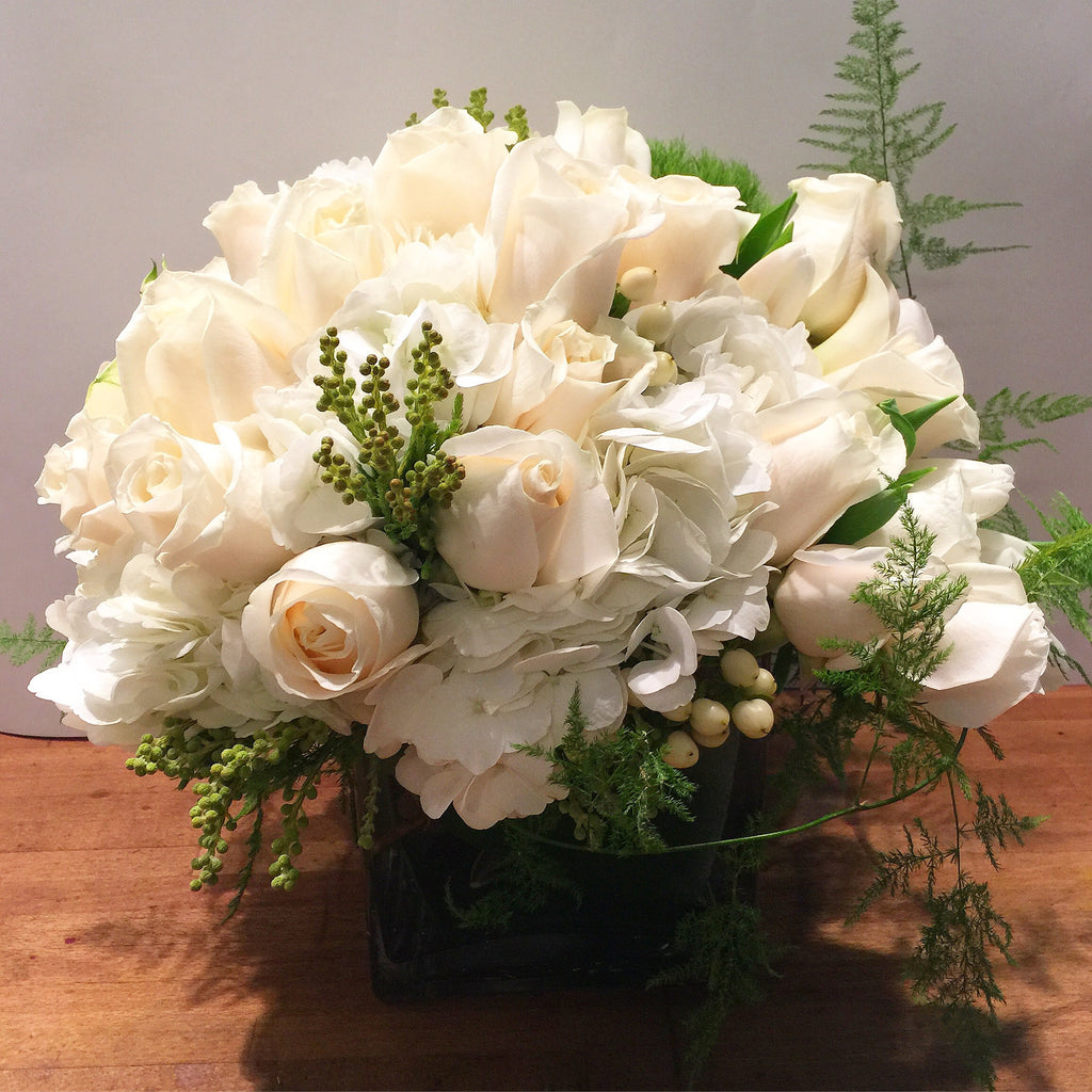 Chelsea flower delivery nyc 10022 10019 manhattan florist white roses chelsea flower arrangement white roses flower delivery nyc best manhattan florist 10019 mightylinksfo