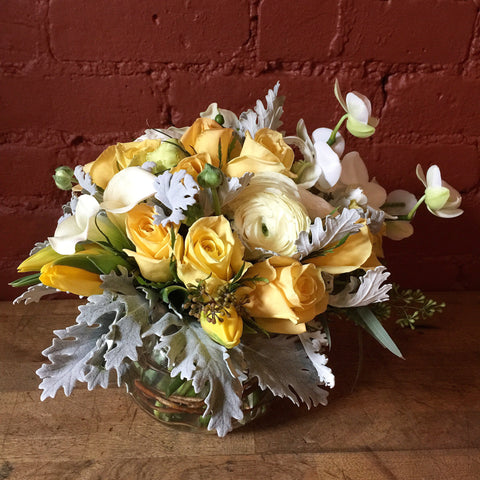Flower delivery nyc yellow roses Manhattan florist 10019