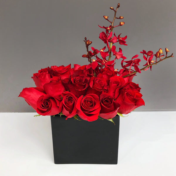 Alaric Flowers | Palmyra | Flower Delivery NYC Same Day | red roses valentine flowers delivery by Manhattan | New York florist 10019 10022