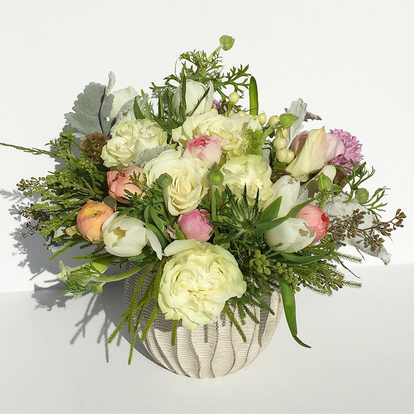 flower delivery nyc 10019 send white roses manhattan florist