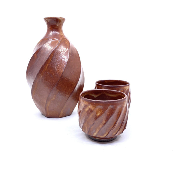 Terunobu Hirata — Twist Faceted Red Shino Sake Set - Australian made Ceramics