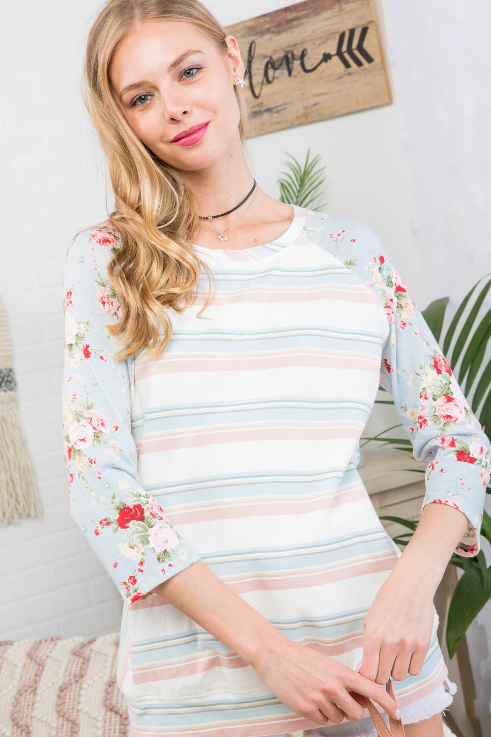 Round Neck with Front Pocket 3/4 Floral Print Sleeve Top Siin Bees