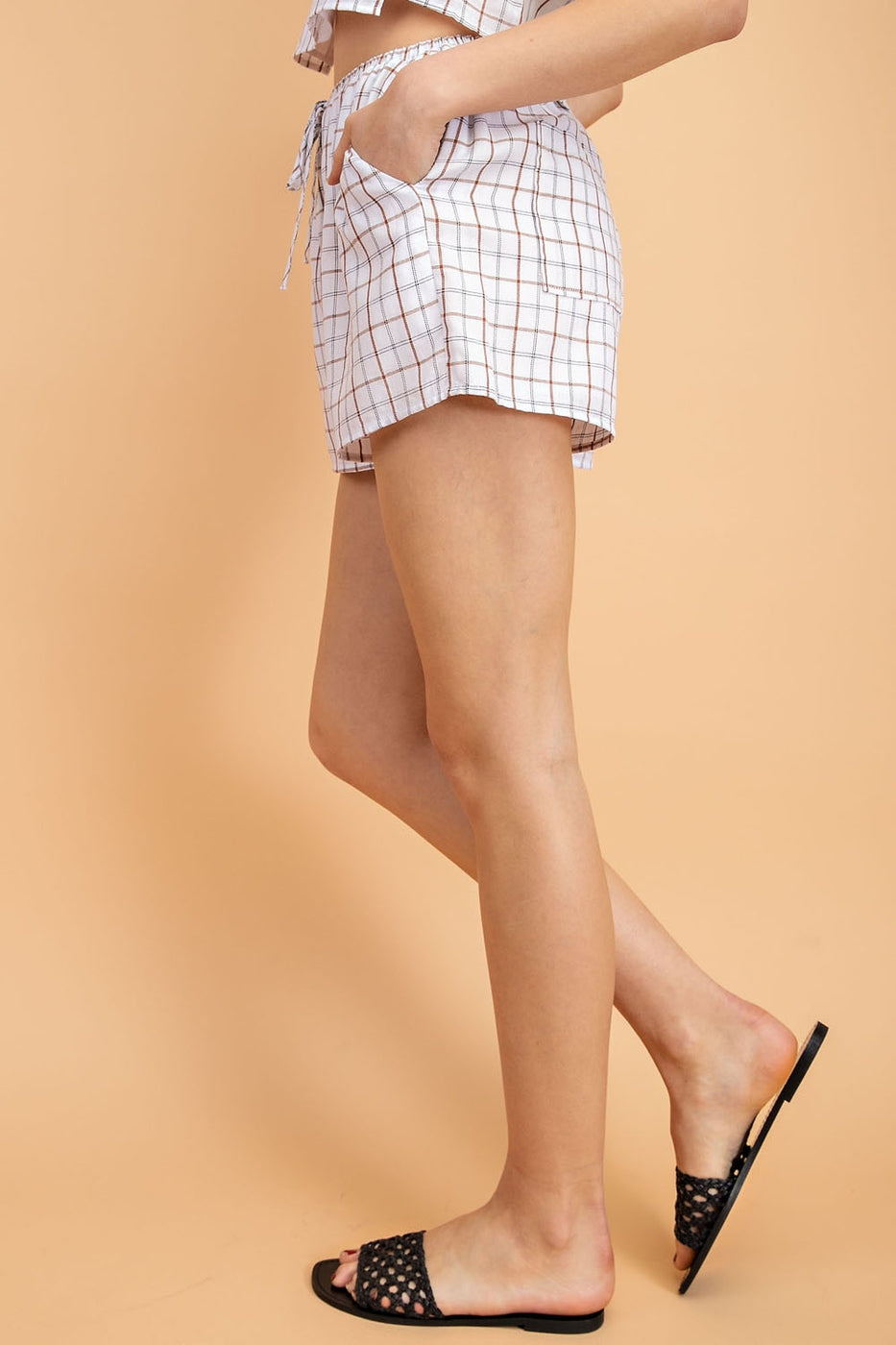 Plaid Woven Shorts In White-Multi Siin Bees