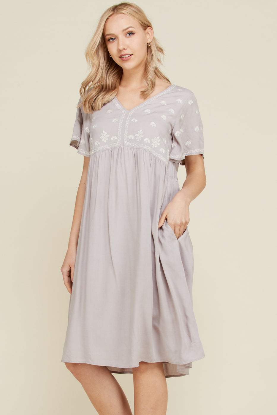 Helen Short Sleeve Embroider Babydoll Dress With V-Neck In Grey Siin Bees