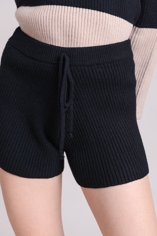 Knit Drawstring Shorts In Black Siin Bees