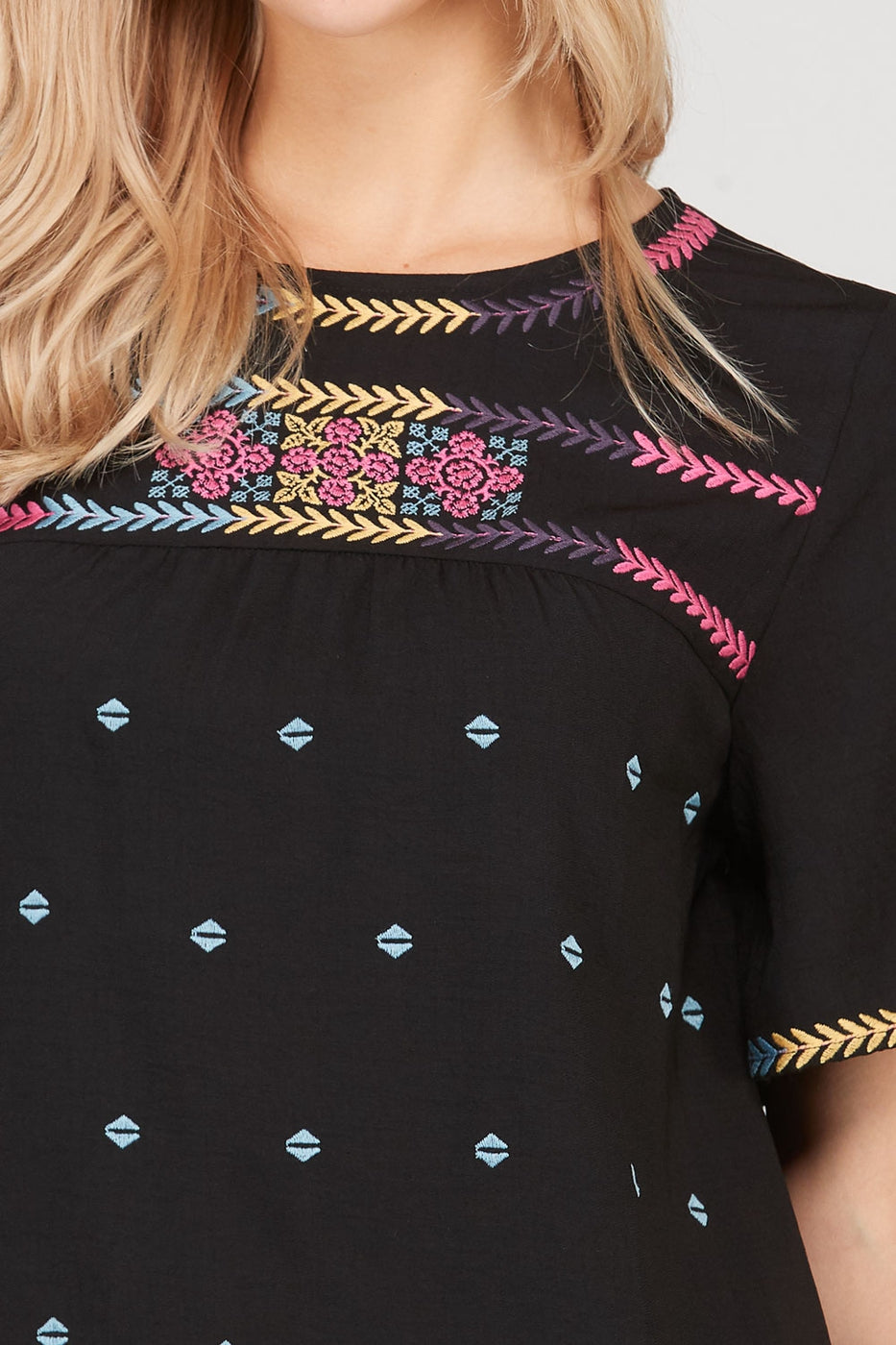Casual Black Short Sleeve Top Colorful Ethnic Embroidered Siin Bees