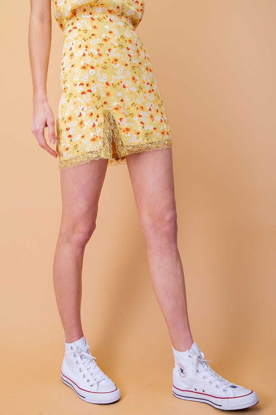 Lace Trim Slit Skirt In Yellow Multi Siin Bees